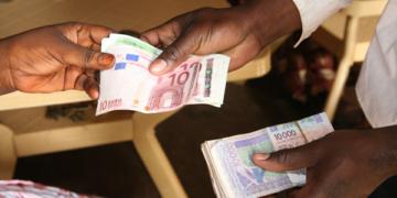 Les services postaux pourraient diminuer le coût des transferts de fonds vers l'Afrique (FIDA)