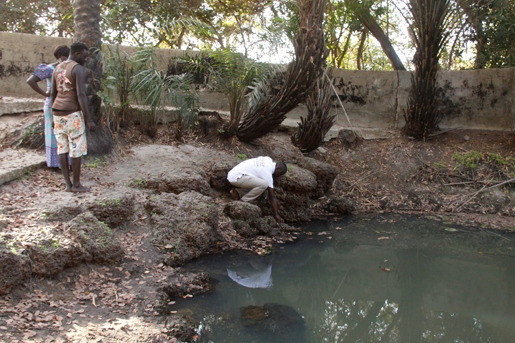 Casamance : Le puits d'El Hadj Oumar à Djembéring