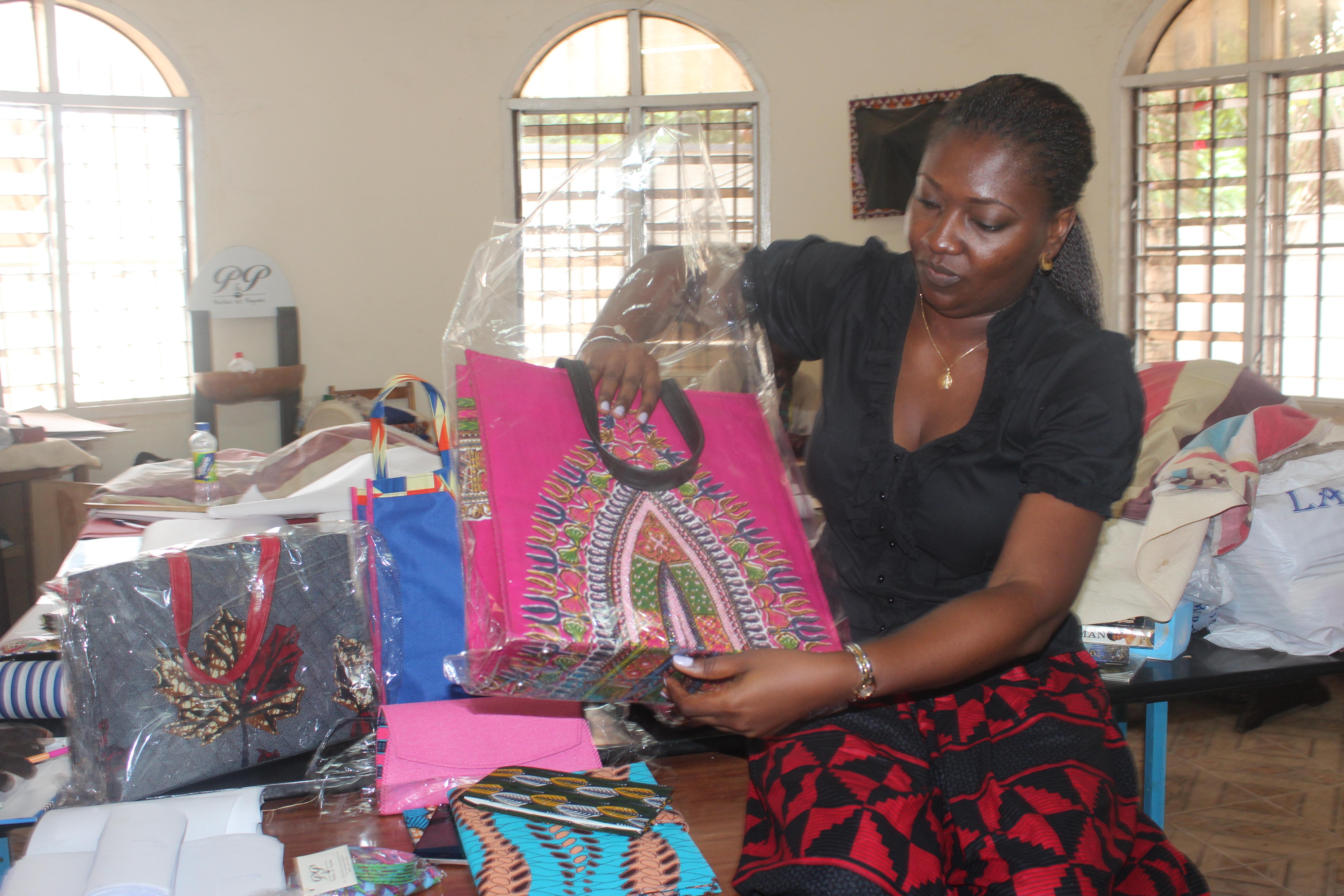 La Togolaise Essi Kodjo, une fée des perles et pagnes